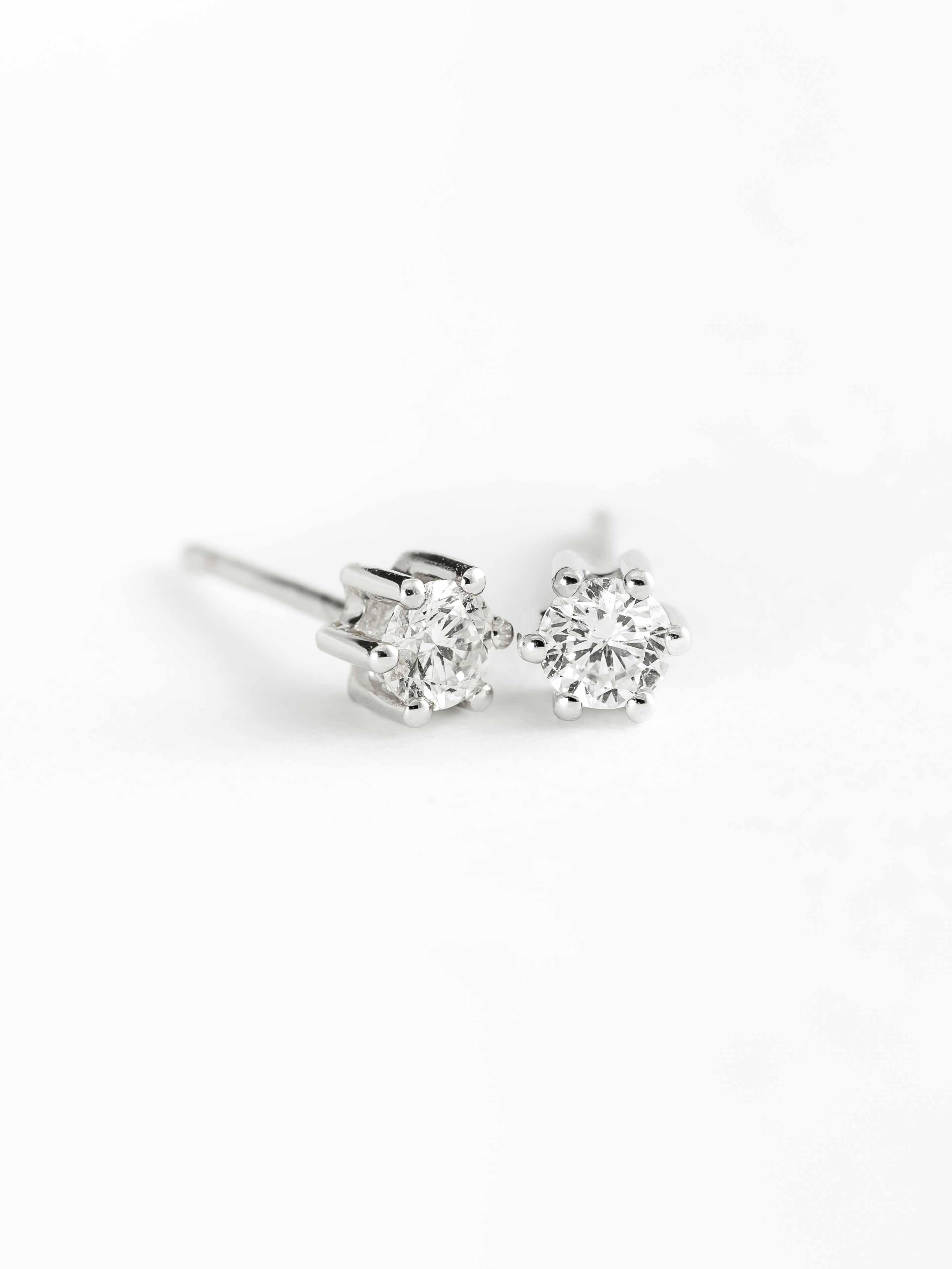 ea2d4bd55774 Pendientes oro blanco 18 Ktes con diamantes 0 16 Qtes - Jose Luis Joyero
